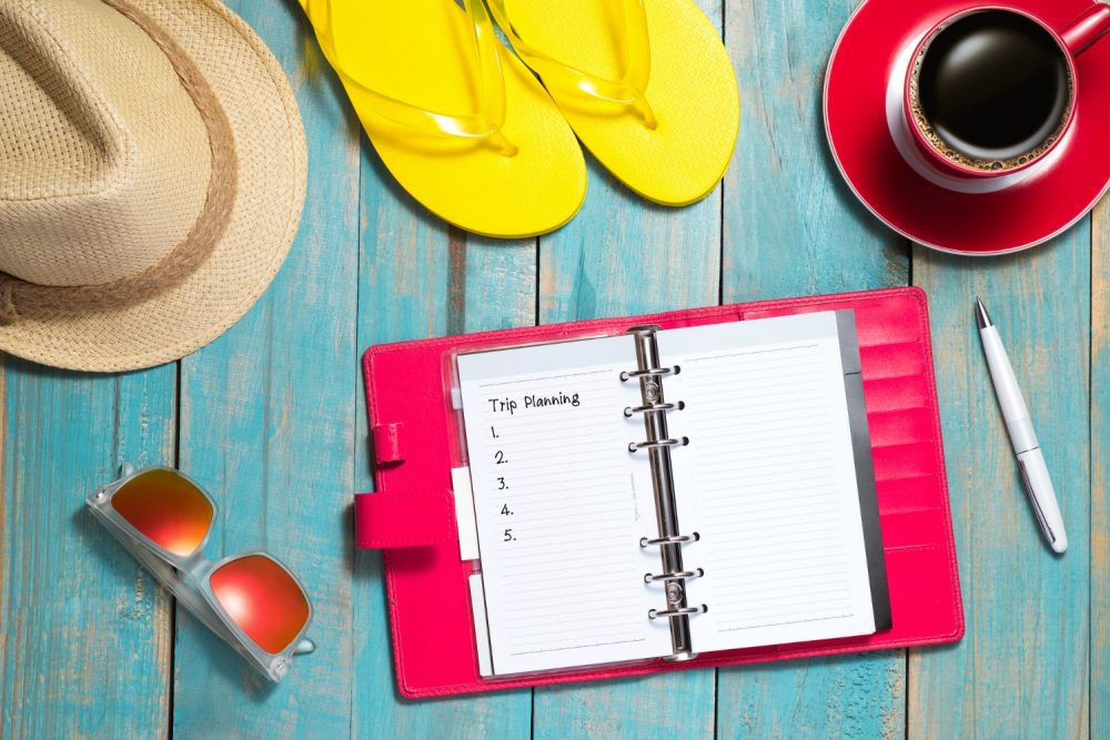 Looking for a way to balance summer time fun and work with kids? It's not easy and there's not a perfect way, but here are some tips to make it a little easier. Check out these 6 Summer work at home mom hacks!